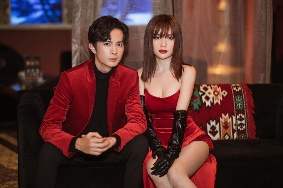 "Hau chia tay Huynh Phuong, Si Thanh mac goi cam ""het nac"""