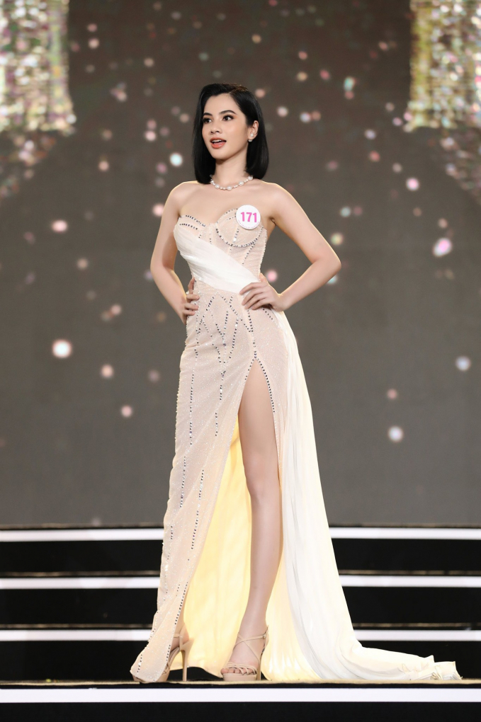 Tinh moi cua chong cu Le Quyen chuong gu thoi trang goi cam-Hinh-7