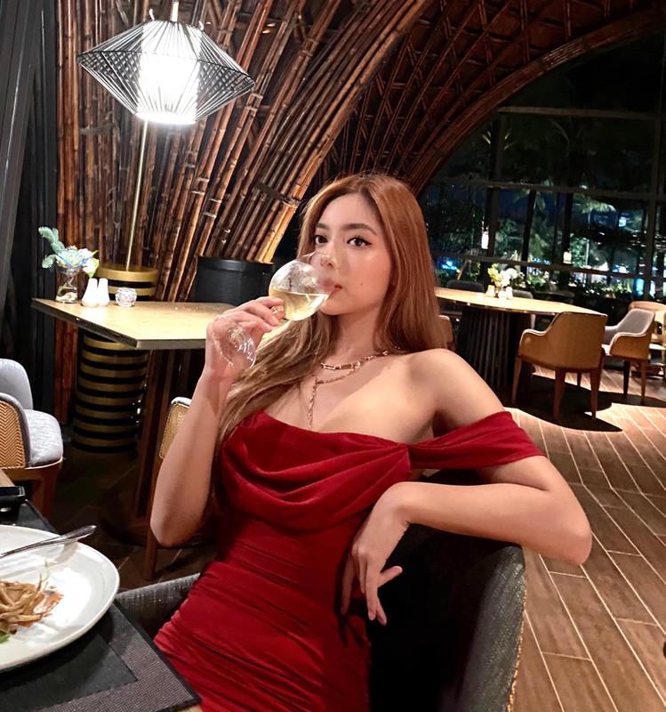 """Gu thoi trang goi cam khoe dang """"boc lua"""" cua con gai chuong mon Vinh Xuan-Hinh-4"""