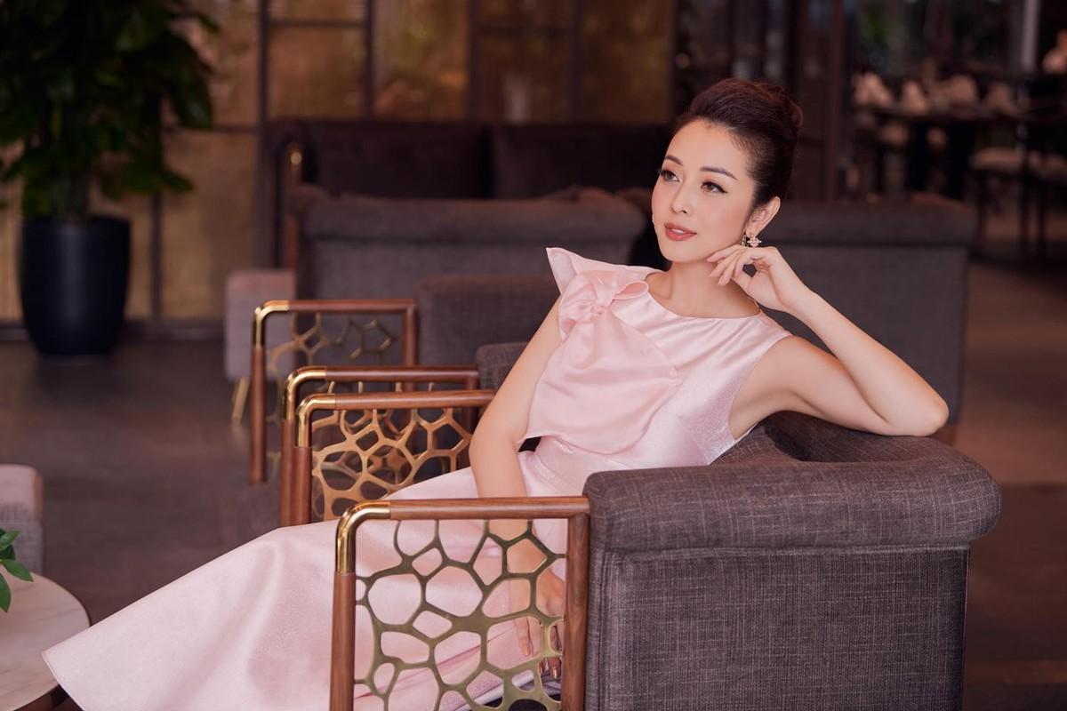Hoc hoa hau tuoi Suu Jennifer Pham giu dang nuot na o tuoi U40-Hinh-9