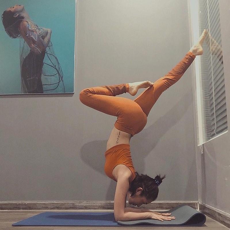 """Ca si Bao Anh goi cam den """"nghet tho"""" voi cac tu the yoga kho"""