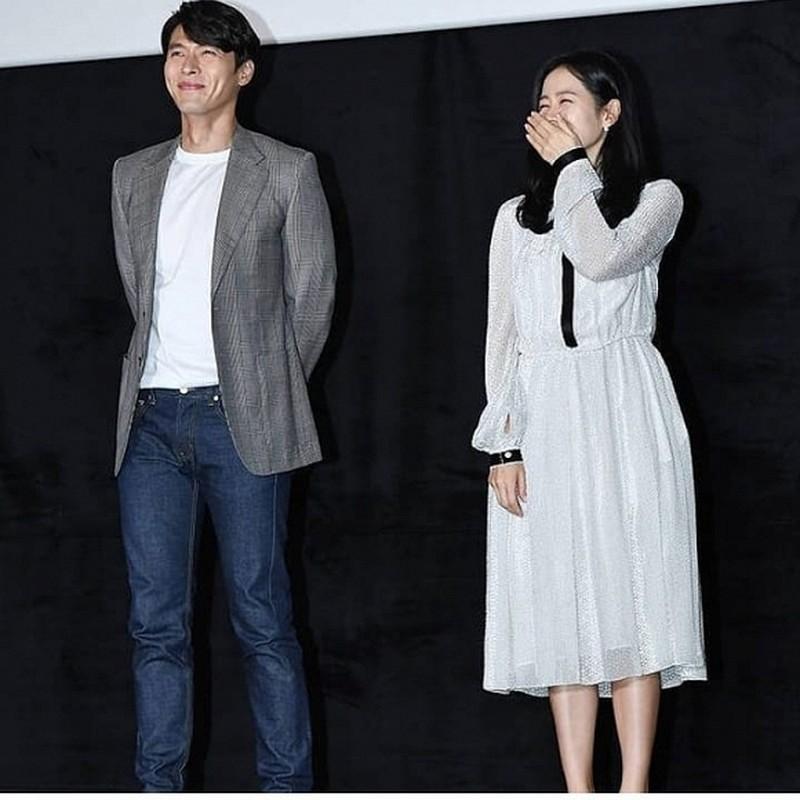 Hyun Bin va Son Ye Jin dien trang phuc dong dieu khien fan thich me-Hinh-10