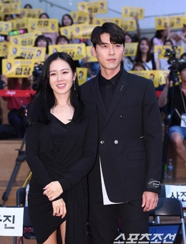 Hyun Bin va Son Ye Jin dien trang phuc dong dieu khien fan thich me-Hinh-2