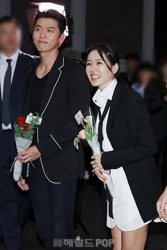 Hyun Bin va Son Ye Jin dien trang phuc dong dieu khien fan thich me-Hinh-3