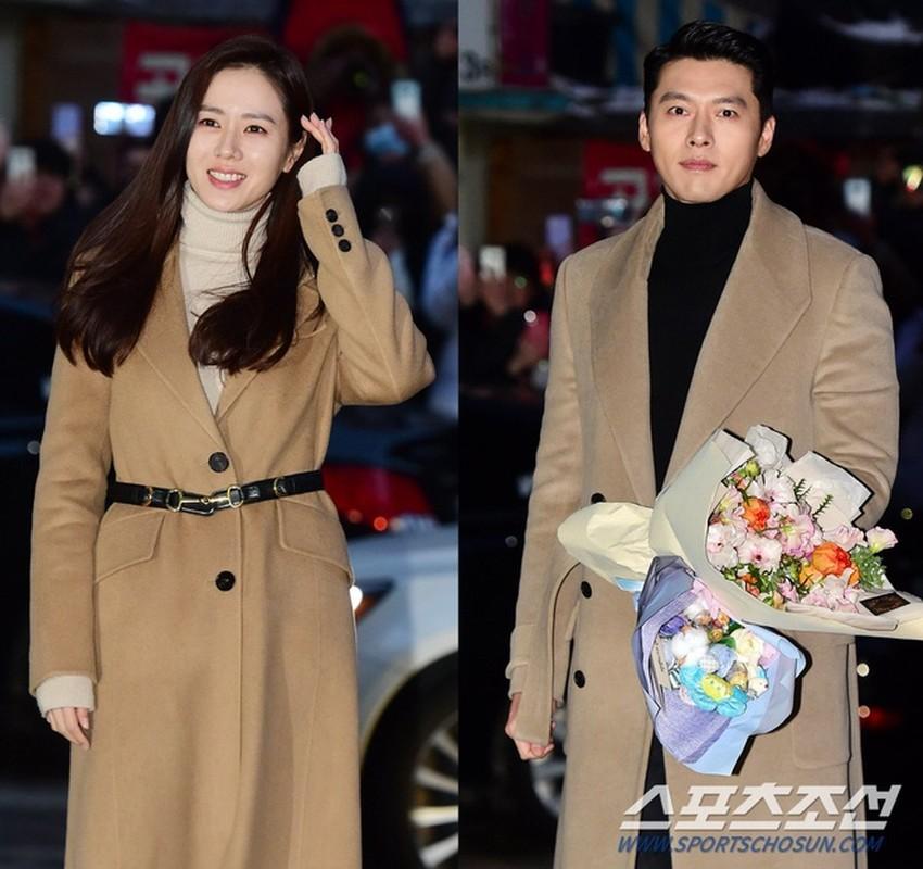 Hyun Bin va Son Ye Jin dien trang phuc dong dieu khien fan thich me-Hinh-4