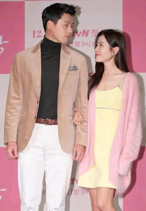 Hyun Bin va Son Ye Jin dien trang phuc dong dieu khien fan thich me-Hinh-8