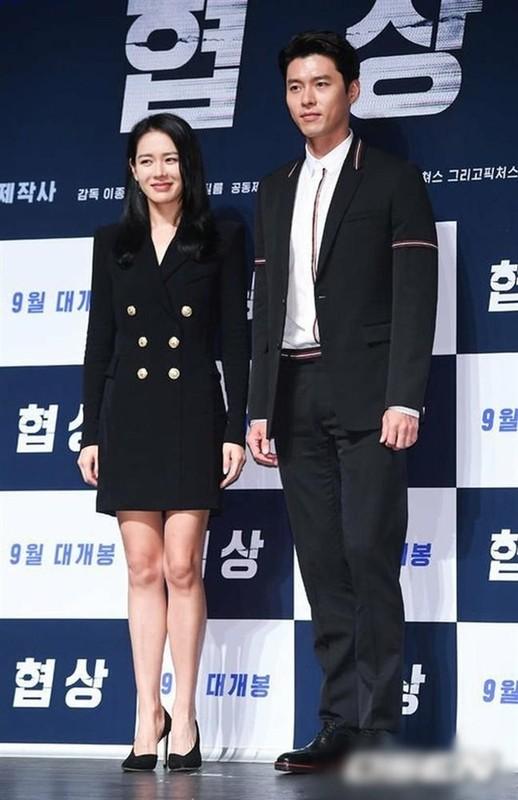 Hyun Bin va Son Ye Jin dien trang phuc dong dieu khien fan thich me