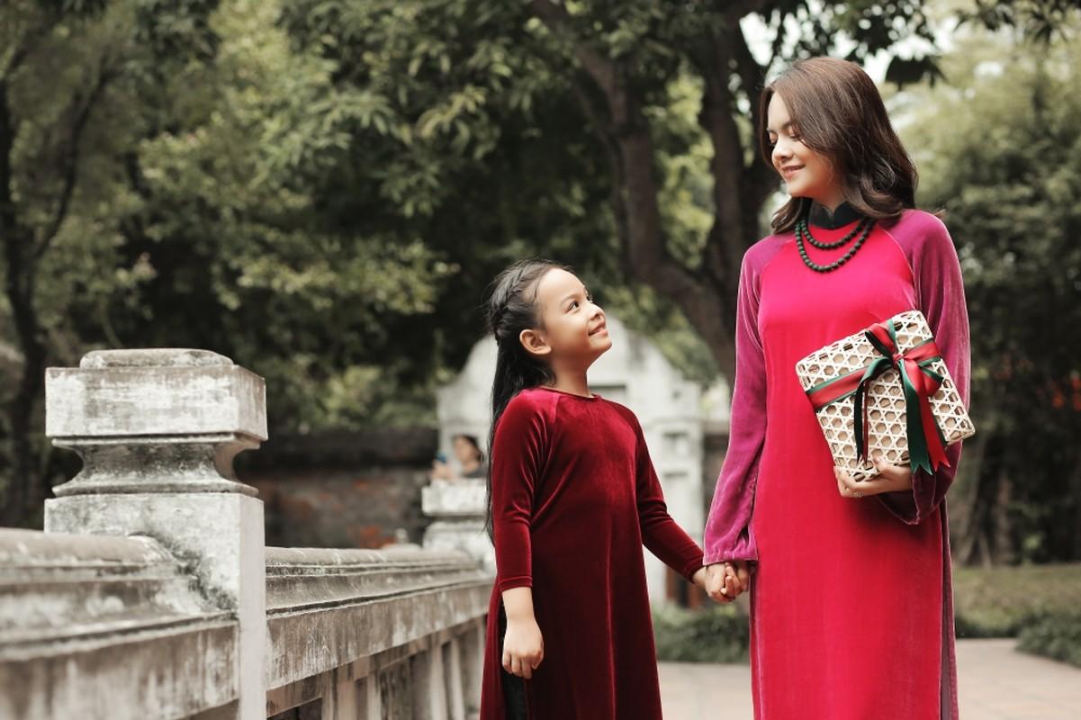 Mac ao dai dip Tet: My nhan Viet cung con gai mix do sao?-Hinh-11