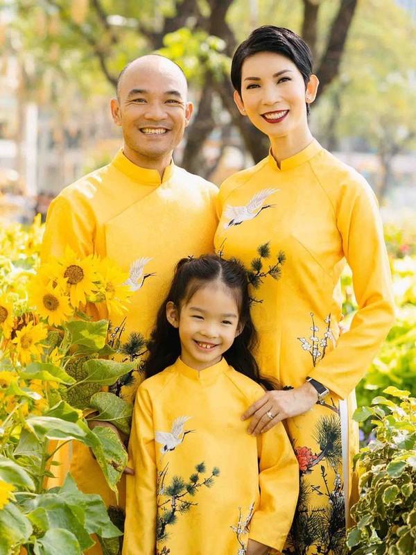 Mac ao dai dip Tet: My nhan Viet cung con gai mix do sao?-Hinh-2