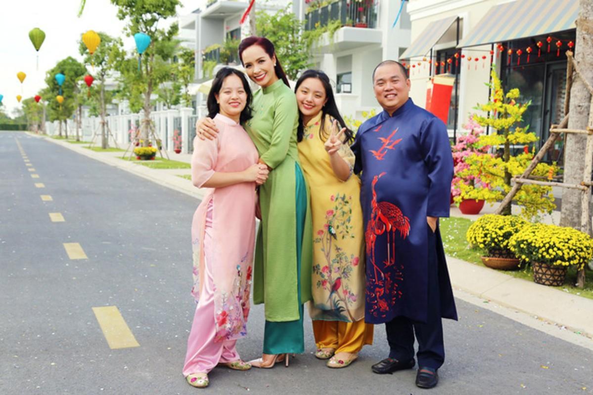 Mac ao dai dip Tet: My nhan Viet cung con gai mix do sao?-Hinh-3