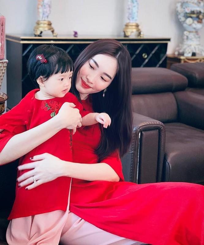 Mac ao dai dip Tet: My nhan Viet cung con gai mix do sao?-Hinh-5