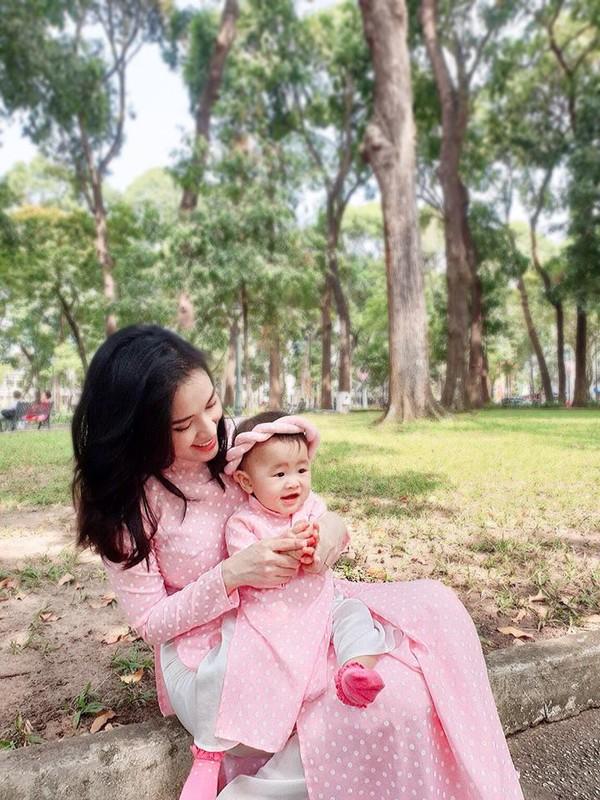 Mac ao dai dip Tet: My nhan Viet cung con gai mix do sao?-Hinh-7