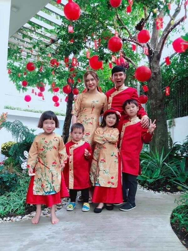 Mac ao dai dip Tet: My nhan Viet cung con gai mix do sao?-Hinh-8