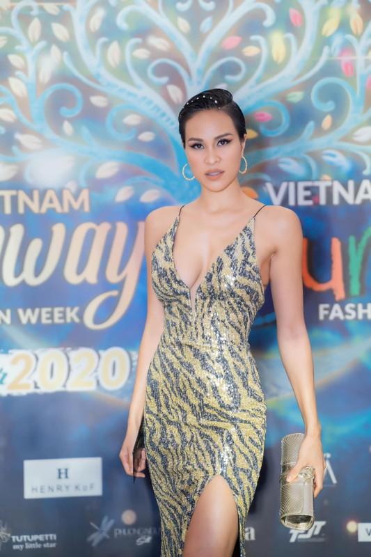 MC Phuong Mai chuong gu an mac nong bong, sexy sau khi sinh con-Hinh-8