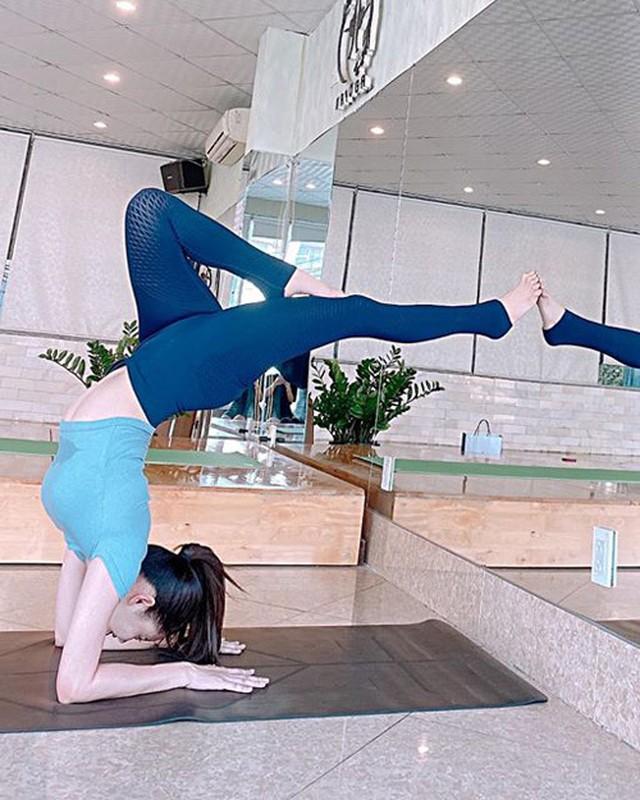 """My nhan Viet sexy """"nghet tho"""" khi thuc hien dong tac yoga trong cay chuoi-Hinh-13"""