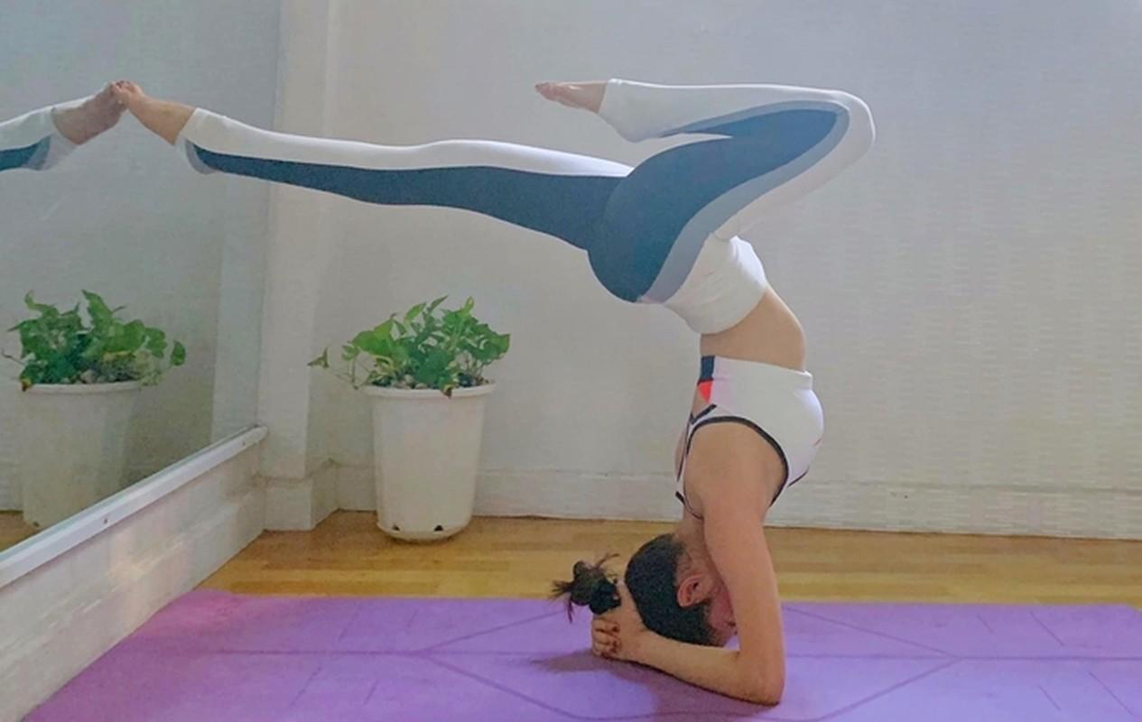 "Hoa hau ""sieu vong 3"" Huynh Vy cuc goi cam voi cac dong tac yoga-Hinh-2"