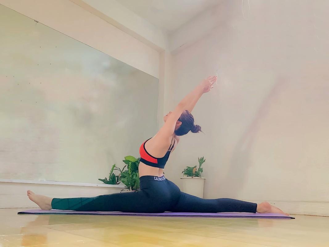 "Hoa hau ""sieu vong 3"" Huynh Vy cuc goi cam voi cac dong tac yoga-Hinh-7"