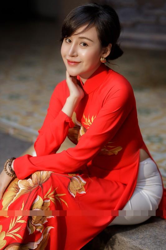 Ba Tung mac ao dai nen na don xuan-Hinh-10