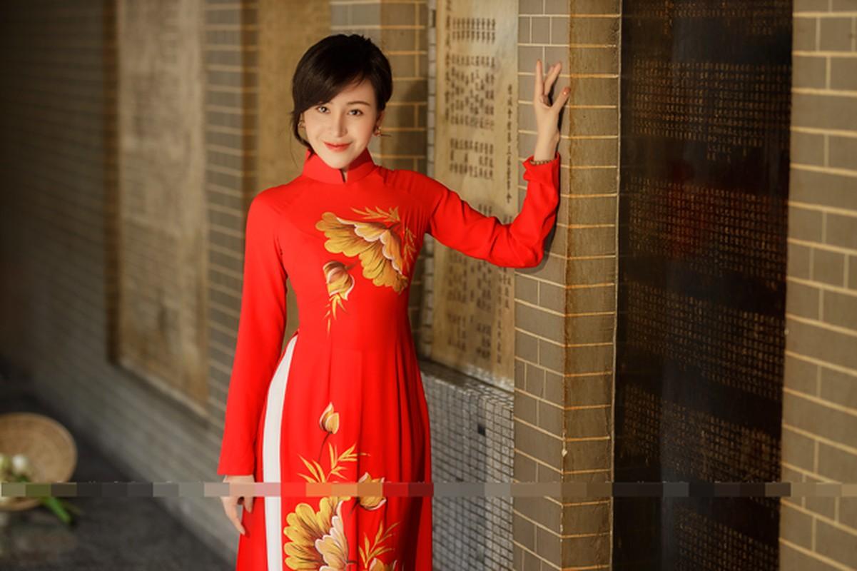 Ba Tung mac ao dai nen na don xuan-Hinh-12
