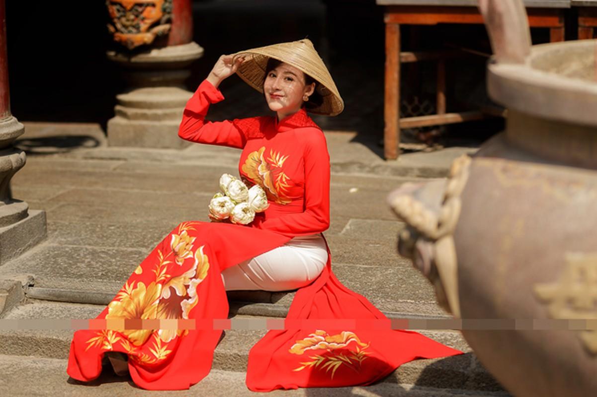 Ba Tung mac ao dai nen na don xuan-Hinh-13