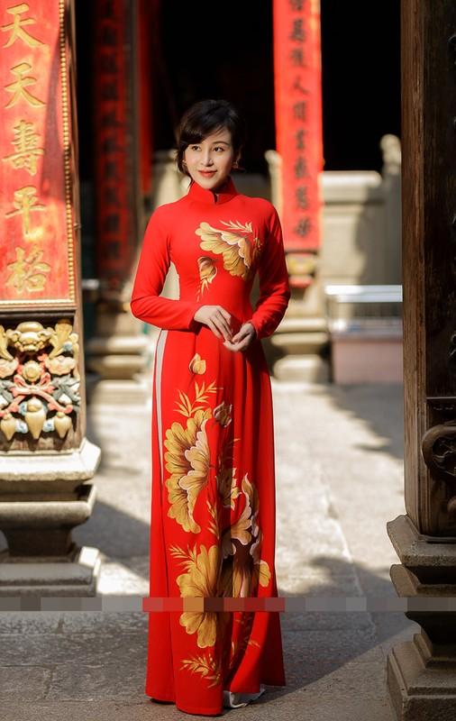 Ba Tung mac ao dai nen na don xuan-Hinh-14
