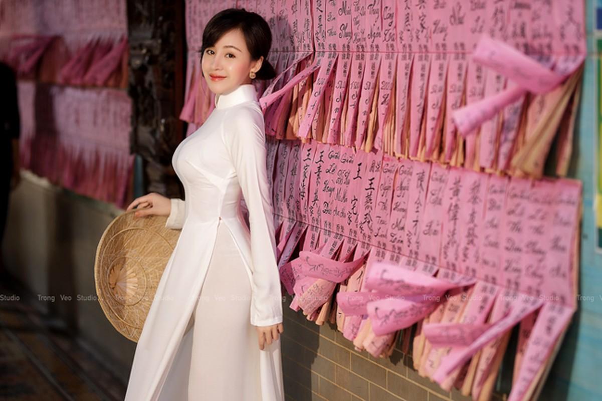Ba Tung mac ao dai nen na don xuan-Hinh-2