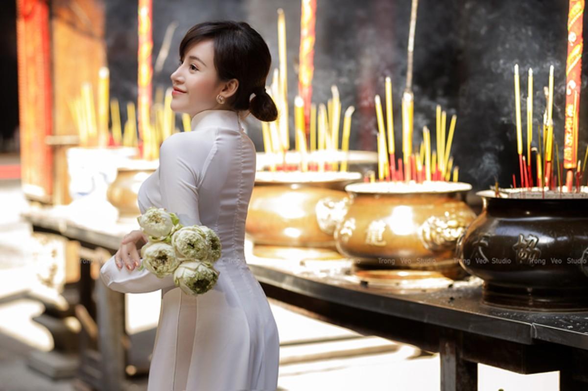 Ba Tung mac ao dai nen na don xuan-Hinh-3