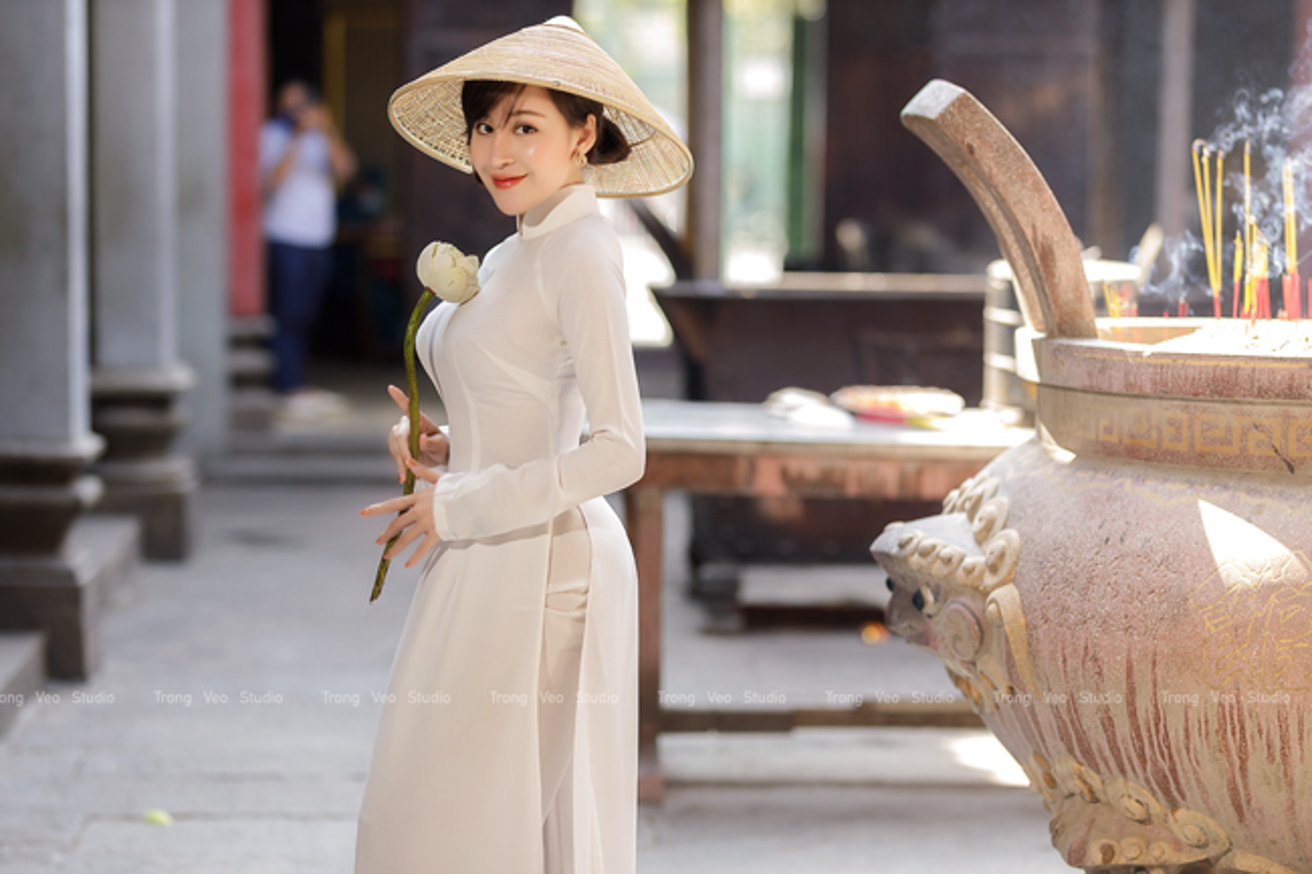 Ba Tung mac ao dai nen na don xuan-Hinh-5