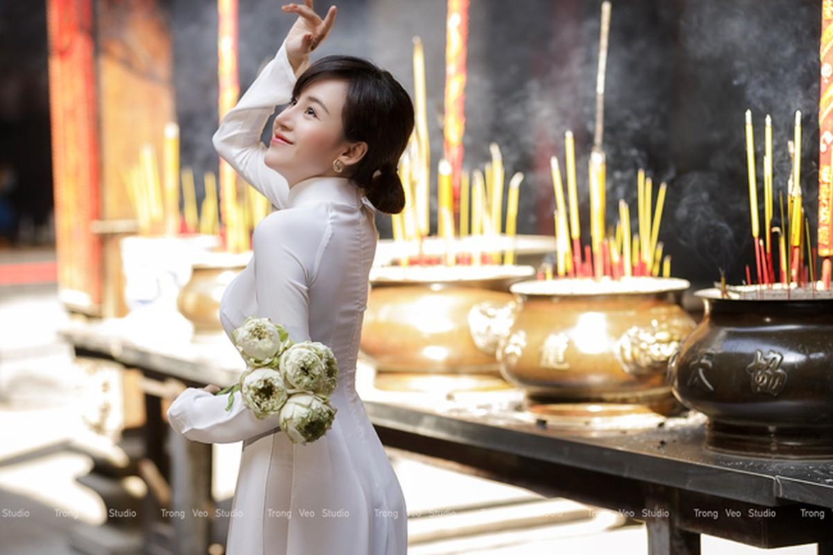Ba Tung mac ao dai nen na don xuan-Hinh-6