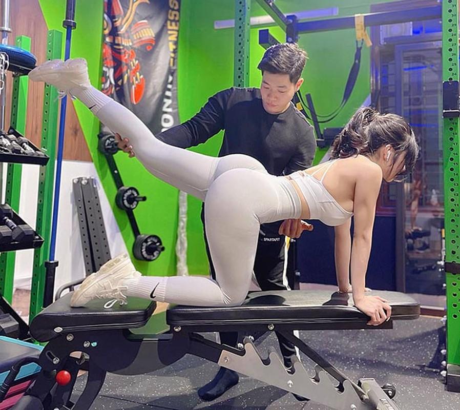 Bi kip voc dang nong bong cua hot girl phong gym vong 3 gan 100cm-Hinh-2