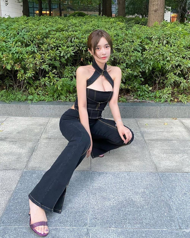 "Hot girl Trung Quoc gay sot mang nho trang phuc sexy khoe nguc ""khung""-Hinh-5"
