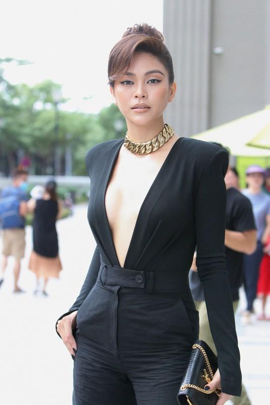 A hau Mau Thuy khoe body nuot na trong loat trang phuc tao bao-Hinh-8