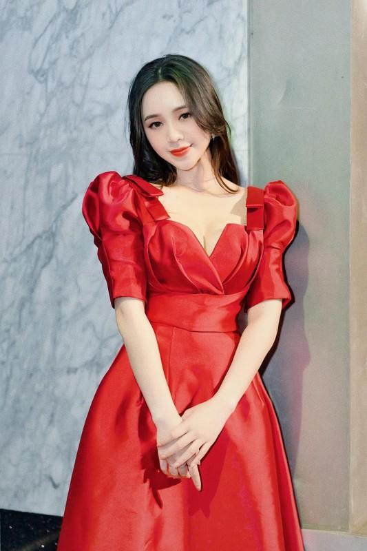 Hot girl dong Huong duong nguoc nang ngoai doi an mac goi cam khong ngo-Hinh-5
