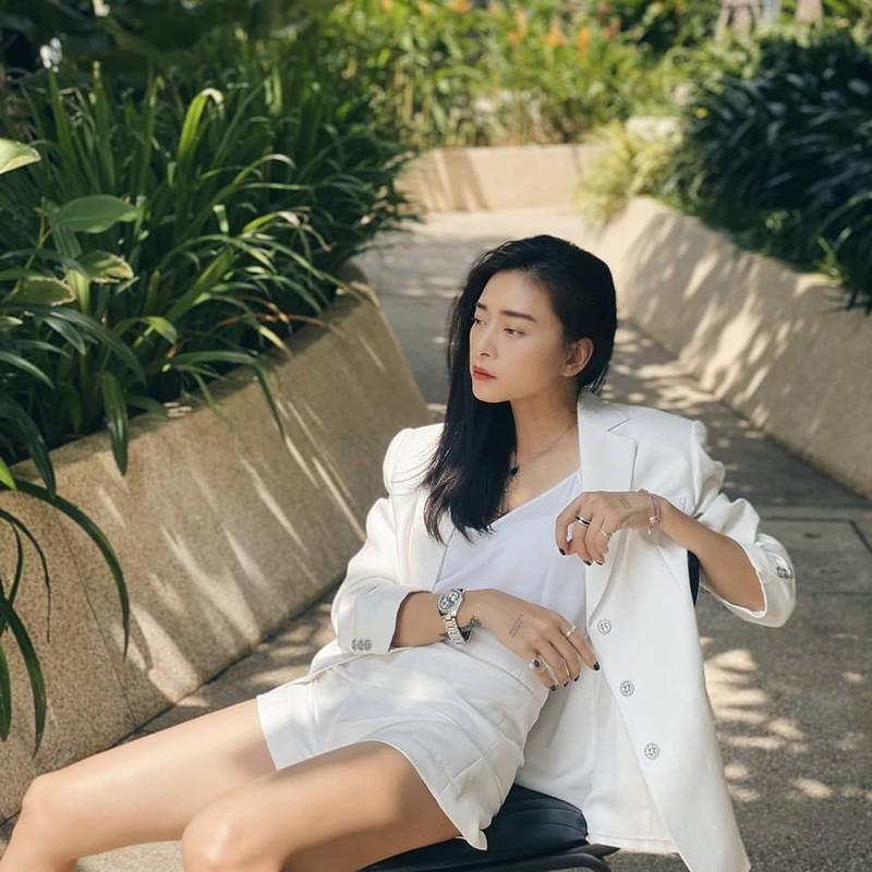 Ngo Thanh Van an mac tre trung khi yeu ban trai kem 11 tuoi-Hinh-12