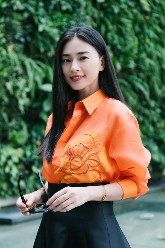 Ngo Thanh Van an mac tre trung khi yeu ban trai kem 11 tuoi