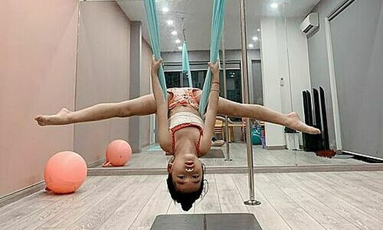Ngam cac nhoc ti nha sao Viet tap yoga, uon deo dieu luyen cung me-Hinh-10