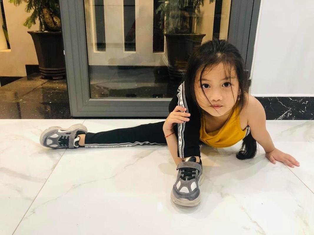 Ngam cac nhoc ti nha sao Viet tap yoga, uon deo dieu luyen cung me-Hinh-8
