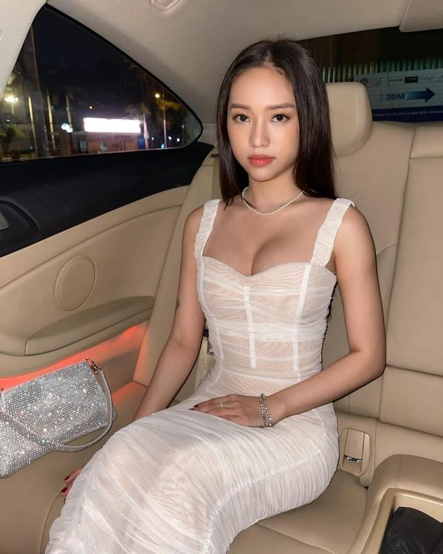 Hot girl Thuy Vi va nhung lan an mac phan cam bi