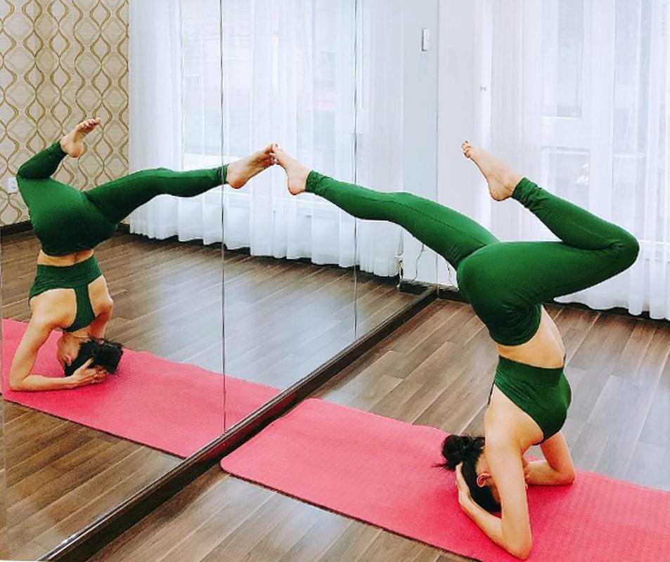 Truong Quynh Anh cham chi tap yoga khoe voc dang nong bong-Hinh-6