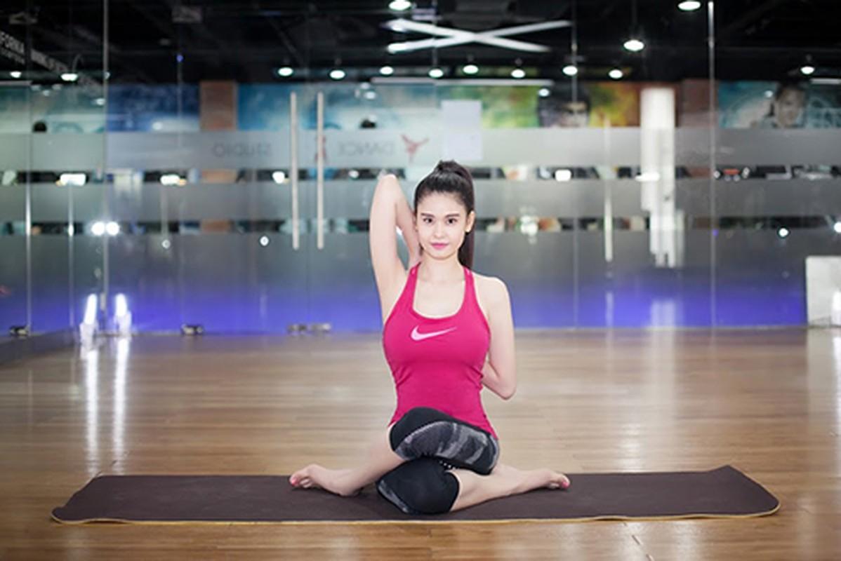 Truong Quynh Anh cham chi tap yoga khoe voc dang nong bong-Hinh-7