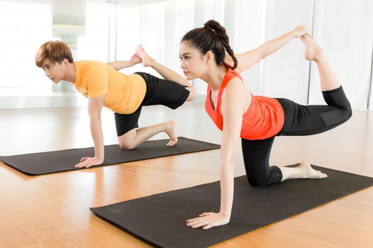 Truong Quynh Anh cham chi tap yoga khoe voc dang nong bong-Hinh-8