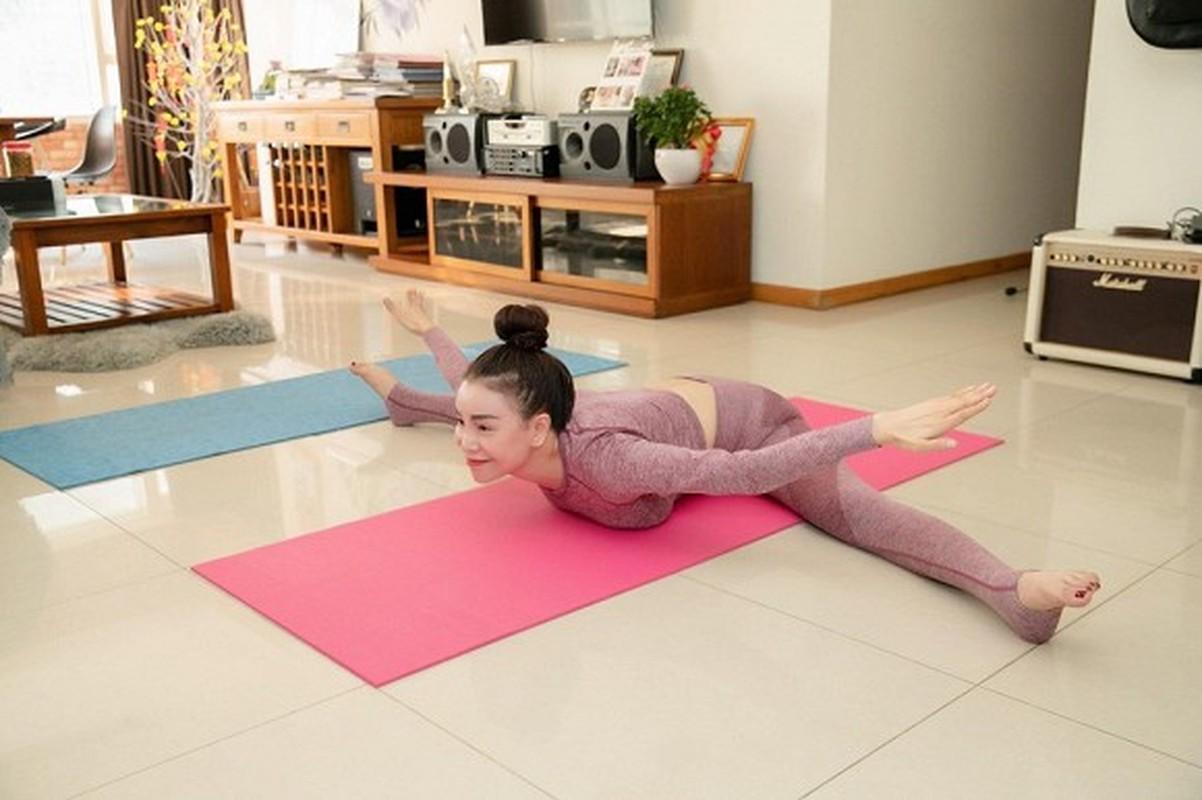 "Tra Ngoc Hang tap yoga giu dang ""sexy den nghet tho""-Hinh-2"
