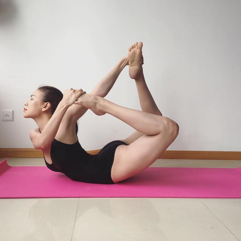 "Tra Ngoc Hang tap yoga giu dang ""sexy den nghet tho""-Hinh-7"