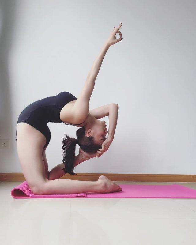 "Tra Ngoc Hang tap yoga giu dang ""sexy den nghet tho""-Hinh-8"