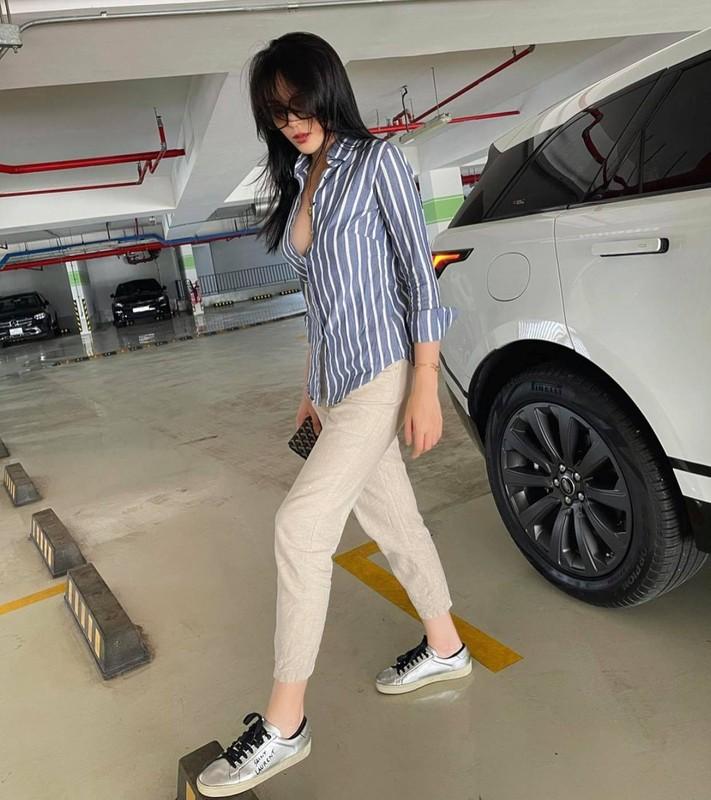 """Hoa hau Ky Duyen """"dot mat"""" fan voi loat trang phuc """"buong loi"""" vong mot"""