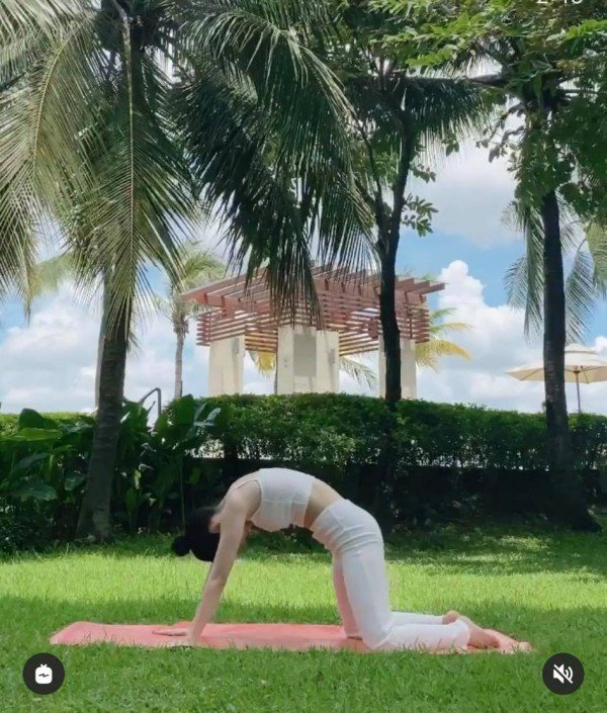 """Chi Pu khoe dang tap yoga nong bong, goi cam tua """"nu than""""-Hinh-3"""