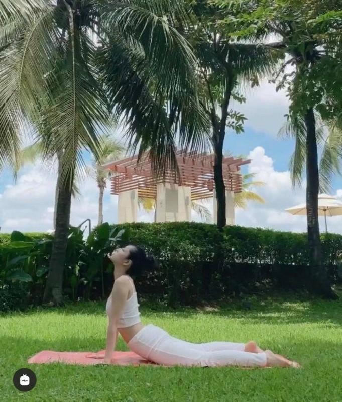 """Chi Pu khoe dang tap yoga nong bong, goi cam tua """"nu than""""-Hinh-4"""
