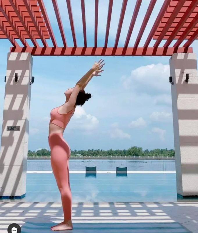 """Chi Pu khoe dang tap yoga nong bong, goi cam tua """"nu than""""-Hinh-7"""