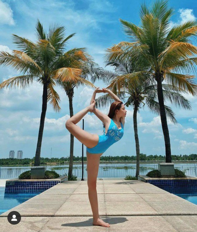 """Chi Pu khoe dang tap yoga nong bong, goi cam tua """"nu than"""""""