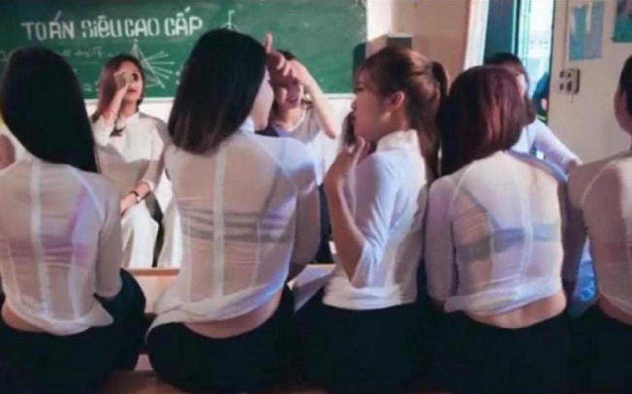 Nhung lan nu sinh Viet gay soc vi cach dien ao dai phan cam-Hinh-7